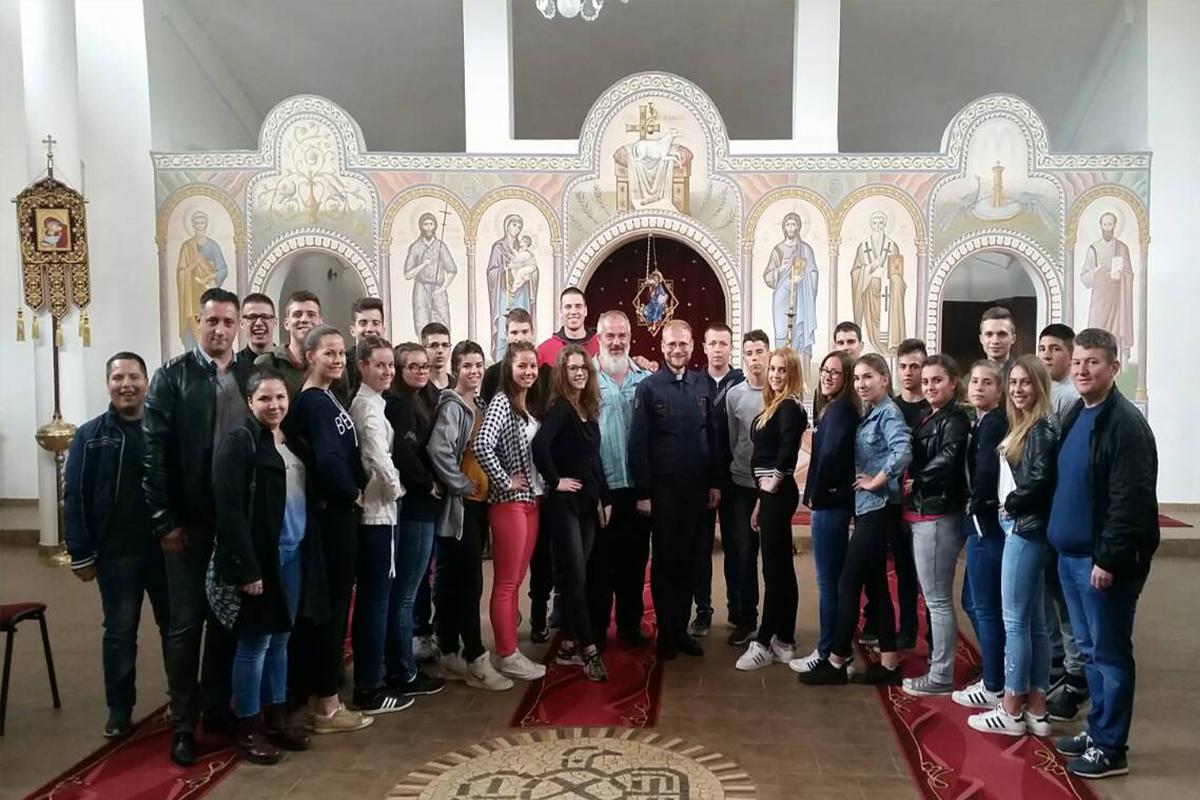 Srbskí folkloristi na Liturgii v Košiciach