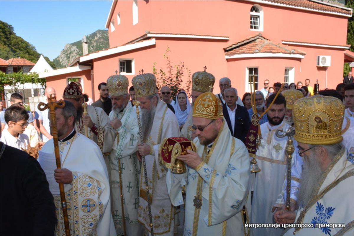 V monastieri Ribnjak (Čierna Hora) posväcovali chrám svätých apoštolov Petra a Pavla siedmi archijereji