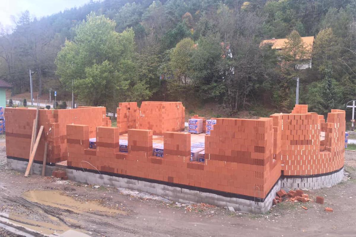 Výstavba chrámu v Krompachoch